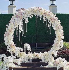 2017 Stylish Circle Ceremony White Orchids With Hanging Crystals