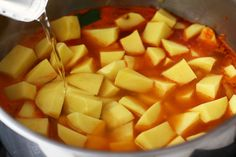 Mâncare de cartofi (tocăniță) simplă, de post   Laura Laurențiu Fruit Salad, Cantaloupe, Healthy Recipes, Yum Yum, Food, Cooking Recipes, Red Peppers, Fruit Salads, Essen