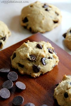 Skinny chocolate chip cookies, Healthy and Low-Calorie Chocolate Chip Cookies that are also low-sugar, vegan and gluten-free friendly.