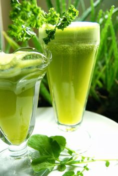 Lung Rejuvenator Juice | Raw Edibles - It is www.rawedibles.blogspot.com.  I wanted to just make a but I have to pin a picture.  This website has wonderful healthy things on it.