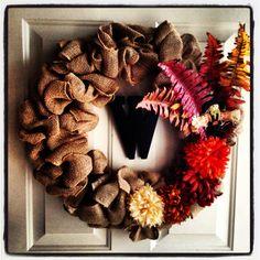 Burlap Wreath with Monogram Decorated for Fall #meinschönesmädchen