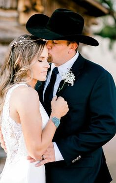 @seasonssharpphoto Bride wearing turquoise jewelry Wedding Dress With Veil, Wedding Dresses, Turquoise Jewelry, Cowboy Hats, Bride, How To Wear, Fashion, Bride Dresses, Wedding Bride