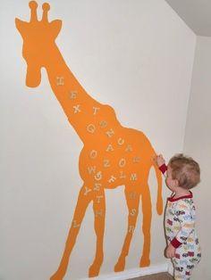 Une chouette idée très originale et didactique pour les plus petits. Les bébés et les enfants adorent les aimants! Paint Trade Centre vous conseille de la peinture magnétique dans vos murs. Le côté practique?  Plus de jouets qui trainent par terre. www.painttrade.be