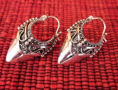 Balinese Sterling Silver Traditional Style Hoop Earrings por Telur