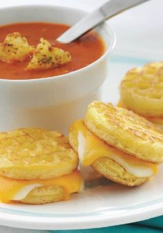 Looking for a quick lunch? Make Grilled Cheese Sandwiches with Eggo waffles for a delicious twist on a lunchtime favorite. Eggo Waffles, Frozen Waffles, Pancakes And Waffles, Mini Waffle Recipe, Waffle Maker Recipes, Breakfast Recipes, Dessert Recipes, Mexican Breakfast, Pancake Recipes