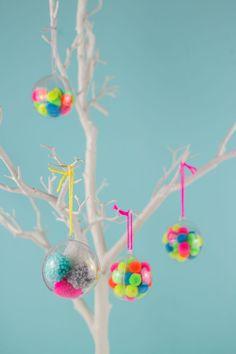 DIY: pom pom Christmas ornaments