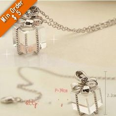 PARA V 0.50 - pieza GRATIS - envio  2014 New Fashion Hot christmas gift clear acrylic gift box with knot pendant necklace N512