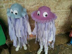 30 Baby Faschingskostüm selber machen Ideen, mort comme un frère - Qualle Kostüm Kinder – Faschingskostüme Source by diydekoideen - Costume Halloween, Halloween Crafts, Halloween Party, Jellyfish Painting, Jellyfish Drawing, Watercolor Jellyfish, Jellyfish Tattoo, Carnival Costumes, Diy Costumes