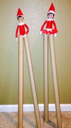 Elf on the Shelf Stilts Chippy and candy are walking high on wrapping paper stilts ( via Bloglovin.com )