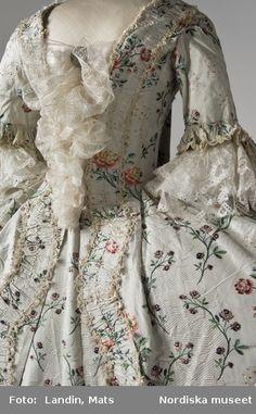 1770 dress (Landin, Mats, Nordiska museet, www.digitalmuseum.se)