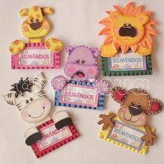 moldes distintivos baby shower niño - Buscar con Google Foam Crafts, Diy And Crafts, Crafts For Kids, Paper Crafts, Distintivos Baby Shower, Baby Shawer, Ideas Para Fiestas, School Decorations, Paper Piecing