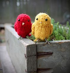 Aren't these adorable Little Birds? ~ Free Knitting Pattern from Ravelry xx Knitting Blogs, Baby Knitting Patterns, Loom Knitting, Knitting Stitches, Free Knitting, Knitting Projects, Knitting Ideas, Crochet Yarn, Crochet Toys