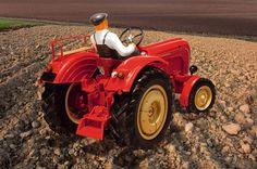Modellbau Leckerbisschen im Fechtner Modellbau Onlineshop. Hier sehen Sie den Porsche Diesel Traktor. #eisenbahn #flugzeug #schiffe# #raum #lkw #bauernhof #garten #pappe #städtebau #werkzeug #hubschrauber #miniatur #stadtplanung #militär #werkstatt #traktor #feuerwehr #porsche #diesel