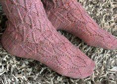 Socks with Lace Pattern by Anne Abrahamsen - free