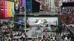 La compagnie danoise Lego a réalisé pour la sortie prochaine de la nouvelle mini-série «Chroniques de Yoda» en dessin animé sur Cartoon Network, une copie grandeur nature d'un chasseur X-WING de Star Wars.    La réplique a été installée jeudi dernier sur Times Square pour quelques jours avant de rejoindre Legoland en Californie. Passons maintenant aux quelques chiffres qui vont vous laisser rêveur.