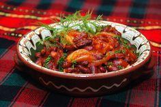 Тушеная фасоль с луком и свежими томатами