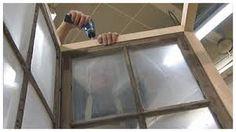 tilanjakaja ja kirjoitustaulu ikkunoista