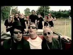 Kevin Johansen - SOS tan fashion (muy bueno el video y la canión es buena)