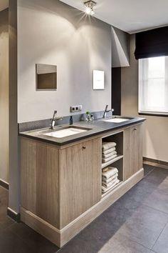 Gave wastafel(s) voor in badkamer. Alleen zou ik er een grote lange spiegel neerhangen ipv twee kleintjes.