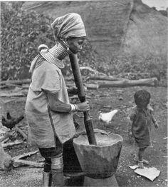 "Kayan People: 17 Amazing Vintage Photos of ""Giraffe Women"" in the 1950s"