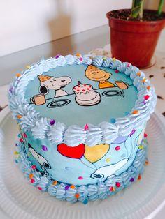 Pretty Birthday Cakes, Pretty Cakes, Cute Cakes, Bolo Snoopy, Snoopy Cake, Fancy Cakes, Mini Cakes, Cupcake Cakes, Disney Cakes Easy