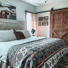 26 Rustic Bedroom Design and Decor Ideas for a Cozy and Comfy Space - The Trending House Western Bedroom Decor, Western Rooms, Home Decor Bedroom, Modern Bedroom, Cowgirl Bedroom, Bedroom Furniture, Western House Decor, Bedroom Ideas, Rustic Western Decor