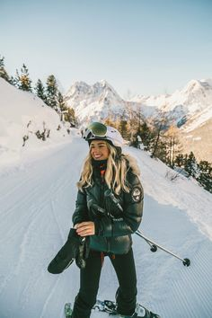 We have moved out of London - Isabella Thordsen The Beast, Mode Au Ski, Mode Outfits, Fashion Outfits, Fashionable Outfits, Ski Fashion, Foto Pose, Disney Dresses, Winter Pictures