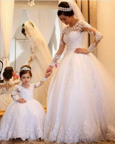 universodasnoivas noiva weddings wedding weddingday weddingdress casamento casamentos vestido vestidos… is part of Ball gowns wedding - Wedding Dress Trends, Princess Wedding Dresses, Tulle Wedding, Dream Wedding Dresses, Wedding Attire, Bridal Dresses, Flower Girl Dresses, Bridesmaid Dresses, Wedding Flower Girls