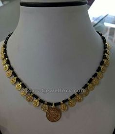 Different Style Black Dori Necklaces Indian Wedding Jewelry, Indian Jewelry, Bridal Jewelry, Beaded Jewelry, Gold Mangalsutra Designs, Gold Jewellery Design, Mom Jewelry, Simple Jewelry, Necklace Designs