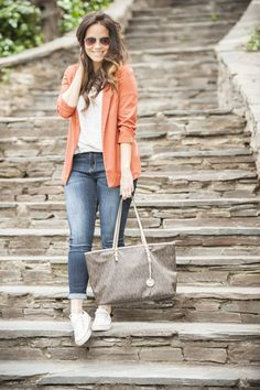Blazer, look casual, look del día, jeans, zapatillas, converse, starbucks, blog de moda, blogger, ourfit, post, style, fashion, michael kors