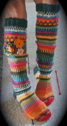 Keväistä maanantaita -ja jälleen on sukkia valmistunut - lähtöön valmiina lämmittämään ja ilostuttamaan joitakin varpaita! Ja ... Wool Socks, Knitting Patterns, Legs, Crafts, Outfits, Beautiful, Flower, Heart, Awesome