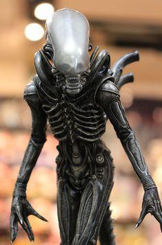 エイリアン・フィギュアの歴史が塗り変わる……。驚愕の逸品、コトブキヤ「ARTFX+ エイリアン/ ビッグチャップ」が凄すぎです | 豆blog / 豆ブログ:豆魚雷のフィギュアレビュー Aliens Movie, Aliens And Ufos, Ancient Aliens, Hr Giger Alien, Hr Giger Art, Alien Vs Predator, Conquest Of Paradise, Arte Alien, Alien 1979