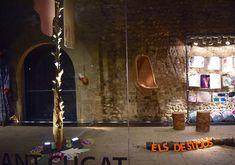 "Made by the ""BenestArt -mental health workshop"" artists group. On European Migrants' drama, after found raw materials. Medieval cloister / Taller BenestArt per la Salut Mental. Monestir de S. Cugat del V. Raw Materials, Multimedia, Mental Health, Medieval, Workshop, Drama, Group, Space, Pallets"