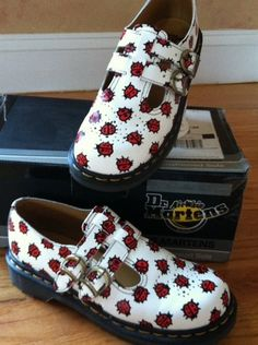 Doc Martens Vintage Ladybug Shoes - whoa these are awesome Sock Shoes, Cute Shoes, Me Too Shoes, Shoe Boots, Dr. Martens, White Thigh High Boots, Gold Kitten Heels, Dr Martens Outfit, Mary Jane Shoes