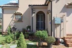 아내의 건강 회복을 위해 지은 천안 프로방스 주택 : 네이버 포스트 Workspace Design, Outdoor Decor, Home Decor, Decoration Home, Room Decor, Workplace Design, Home Interior Design, Home Decoration, Interior Design
