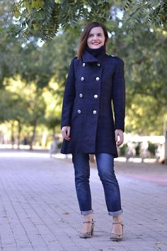 Share with:The Quart coat is a short, double breasted, fitted coat with a high stand-up collar, inseam pockets, long sleeves with zipped cuffs. Inspired by the military outerwear, you will also find epaulettes and a pleated skirt detail at the side. The Quart coat is fully lined.