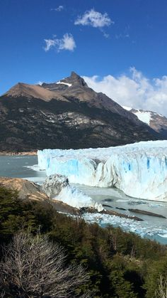 The stunning Perito Moreno glacier in El Calafate, Argentina - check out our guide for details on how to visit it!