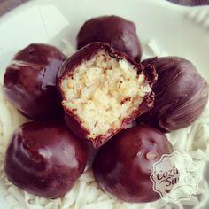 Quem não ama a combinação coco + chocolate não é? Resolvi fazer um para comer sem culpa! Sem adição de açúcar, nem corantes, conservantes...