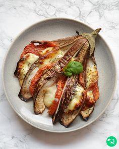 "16.9 mil Me gusta, 144 comentarios - Realfooding®   Recetas Sanas (@realfooding) en Instagram: ""ABANICO DE BERENJENA   📝 Ingredientes:  🔸1 berenjena 🔸1 tomate 🔸125 gr de mozzarella…"" Mozzarella, French Toast, Pork, Keto, Breakfast, Instagram, Vegetables, Basil, Kale Stir Fry"