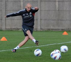 Jonjo Shelvy    http://www.liverpoolfc.tv/news/latest-news/10-top-training-photos