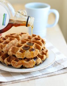 High Protein Zucchini Waffles: made with oats and Greek yogurt, each serving offers 40% of your recommended daily value of protein! | www.makingthymeforhealth.com