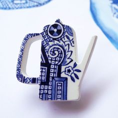 Me Old China - Willow coffee pot brooch