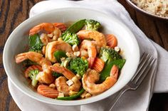 Easy Shrimp Stir-Fry With only four ingredients and 15 minutes youll be making this veggie and shrimp stir fry recipe for your family. Plus youve found one of the easiest recipes to try on your dinner table. Stir Fry Recipes, Fish Recipes, Seafood Recipes, Asian Recipes, Cooking Recipes, Grub Recipes, Salmon Recipes, Healthy Living Recipes, Gastronomia