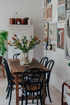 Dining table of a simple farmhouse, fresh flowers, picture .- Esstisch eines einfachen Bauernhauses, frische Blumen, Bildcollage Dining table of a simple farmhouse fresh flowers picture collage - Decor, Small Living Room Decor, Interior, Dining Room Small, Dining Room Design, Living Room Decor, Dining Table, Farmhouse Dining Table, Dining Room Decor