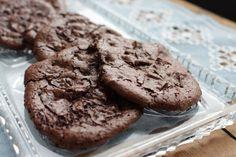 Gluten- og melkefrie sjokoladekjeks med lakris • Gluten- og Melkefri Inspirasjon Food And Drink, Cookies, Desserts, Crack Crackers, Tailgate Desserts, Deserts, Biscuits, Postres, Cookie Recipes