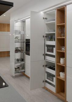 hanak-bila-kuchyne-ulozny-prostor Closet, Decor, Home, Kitchen Organisation, Kitchen Design, House Design, Interior, Organisation, Kitchen