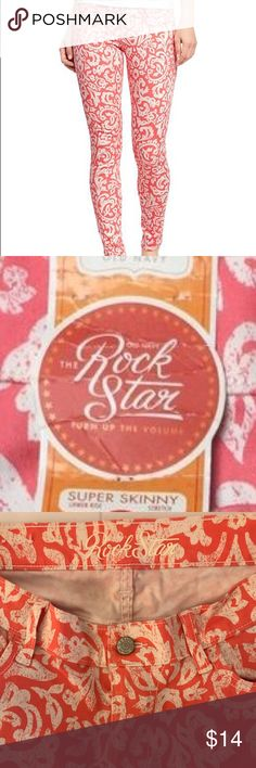 "Old Navy Rockstar Super Skinny, LIKE NEW Old Navy Rockstar Super Skinny Coral & White print jeans. LIKE NEW, no flaws, perfect condition, no wear. 98% cotton, 2% spandex. Waist 29"", rise 8"", inseam 28"" hips 38"", bottom leg opening 5"". Clean, non-smoking home. All clothes in my listings are clean & I also freshly launder ea before packaging. Posh Ambassador, 5⭐️avg rated, ship quickly! Old Navy Jeans Skinny"