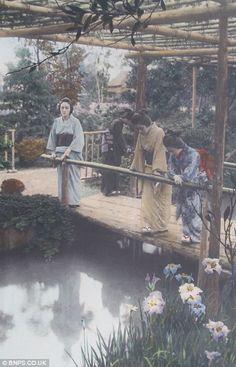 前半の20枚の写真は1910年頃に、写真家の玉村康三郎氏が当時外国からの観光客を呼び込むために撮影したものです。 後半の写真は、 明治、大正、昭和初期にかけてのアーカイブされた写真です。 100年前の