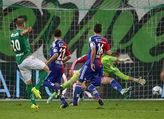 St. Gallen dreht Spiel in extremis Bunjaku schockt Basel schon wieder! St. Gallen dreht gegen Basel das Spiel. Albert Bunjaku, der den FCB diese Saison schon einmal abschoss, trifft in der 92. Minute zum 2:1. Die Espen bekunden wegen einem aberkannten Callà-Treffer aber auch Glück.