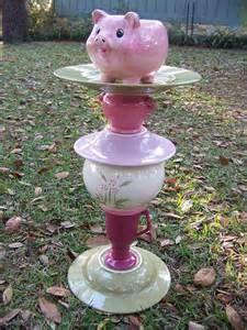 pig ceramic bird feeder and waterer SOLD Garden Bird Feeders, Diy Bird Feeder, Garden Totems, Pig Crafts, Garden Crafts, Pot Belly Pigs, Mini Pigs, Glass Garden Art, Pet Pigs